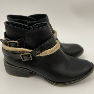 Groove Black Ankle Rope Boots - Size: 6